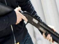 Boşandığı Eşini Sokak Ortasında Pompalı Tüfekle Vurdu