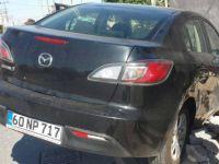 Kayseri'de Kaza yapan otomobil bahçe duvarını yıktı