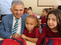 Melikgazi'den ilköğretim okullarına kırtasiye ve çanta yardımı