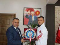 Osman Yalt Avrupa Şampiyonası sonrası, Başkan Cabbar'ı ziyaret etti