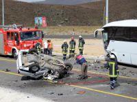 Develi yolunda Otobüsle çarpışan otomobil takla attı: 1 ölü, 4 yaralı