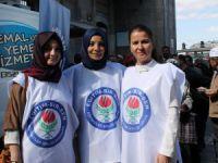 Kayseri Eğitim Bir Sen Kadın Komisyonu aşure dağıttı