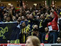 """Fenerbahçeli taraftarlardan Old Trafford'da """"yönetim istifa"""" tezahüratı"""