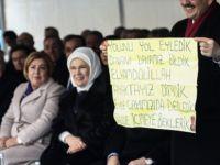 Erdoğan pankart açan genç kızın evini ziyaret etti-VİDEO