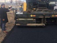 Develi'de soğuk havaya rağmen asfaltlama çalışmaları devam ediyor