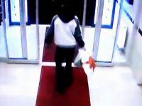 Battalgazi'de Girdiği binadan 2 poşet ayakkabı çalan hırsız