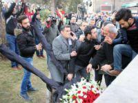 Kayseri'de Şehit cenazesinde Kılıçdaroğlu'nun çelengini parçaladılar