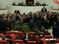 CHP'liler kürsüyü işgal etti, kavga çıktı-video