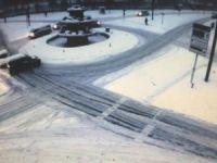 Kar nedeniyle gerçekleşen kazalar kameralara yansıdı