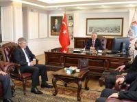 Oto Galericiler  ve Yönetimini, Başkan Büyükkılıç'ı Ziyaret Etti