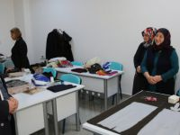 Kocasinan Belediyesi kadınlar için okuma-yazma kursu açtı