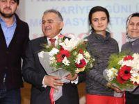 Başkan Büyükkkılıç ve eşi Necmiye Büyükkılıç Kariyer Günleri'nin konuğu oldu