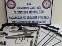 Kayseri'de lüks araç sahiplerine silah satan 7 kişi yakalandı