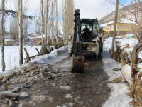Develi'de köy yolları temizleniyor