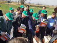 Milletvekili Yıldız ve Başkan Çelik şeker çiftçileri ile Tarlada