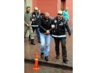 Kayseri'de Evlerinde çok sayıda silah iskeleti bulunan 2 kişi adliyeye sevk edildi