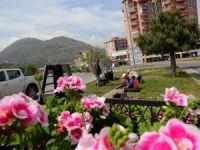 Talas Belediyesi ilçeye 50 adet çiçek dikiyor
