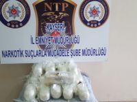 Kayseri'de uyuşturucu taşıyıcıları yakayı ele verdi