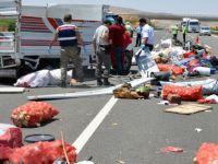 Kayseri'de Tarım işçilerini taşıyan kamyonet devrildi: 1 ölü, 21 yaralı