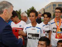 Kayseri Büyükşehir'den Amatör spora malzeme dağıtımı