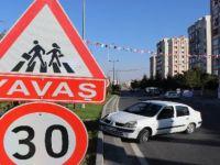 Esentepe'de Direksiyon hakimiyetini kaybetti yürüyen 2 çocuğa ezdi