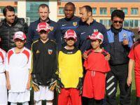Suriyeli çocuklar ile Kayserisporlu futbolcular maç yaptı