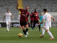 Kayserispor'a 2-1 mağlup olan Gençlerbirliği'nde maç sonu kavga