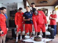 İyki Doğdun Asamoah Gyan 32. yaş gününü takım arkadaşları ile kutladı