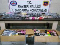 Kayseri'de esrar, kaçak saat ve makyaj malzemesi operasyonu