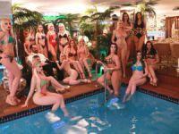 Sefam olsun Adnan Oktar'ın 17 bikinili kedicikle havuz sefası