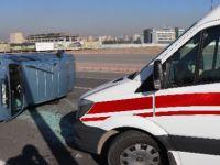 Talas Bulvarı'nda Aydınlatma direğine çarptı: 3 yaralı