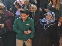 Talas'ta Huzurevi sakinleri öğrenciler ile buluştu, stres attı