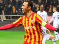 Kayserispor Umut Bulut'un attığı gollerle Akhisarspor'u 2-0 mağlup etti