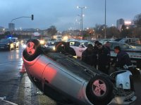 Kartal Kavşağı'nda Kaza yapan araç ters döndü
