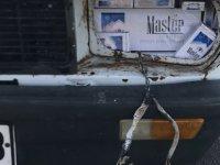 Arabanın farlarına kaçak sigara gizleyen suriyeli yakalandı