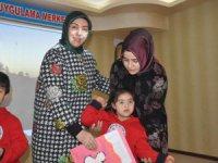 Bayan Neşe Özhaseki Şehit Yiğitcan Ciga Özel Eğitim'de karne dağıttı