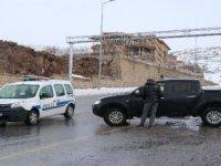 Polis ekipleri Erciyes'e çıkan araçlara izin vermiyor