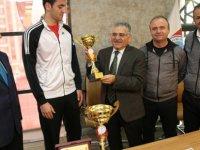 Kupa avcısı sporcular Başkan Büyükkılıç'ı ziyaret etti