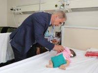 3 aylık çocuğun kalbinde 3 farklı deliği anjiyo yöntemi ile ameliyatsız kapattı.