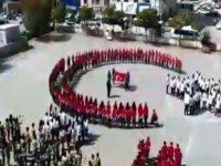 Kayseri'de 400 öğrenci bir araya geldi, 'Ay yıldız' koreografisi yaptı