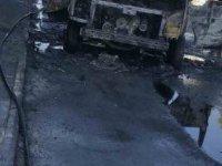 Fevzi Çakmak'ta Alev topuna dönen aracı itfaiye söndürdü