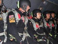 Kayseri Komando Tugayı'nın 'Yarasaları' gece atlayışında göz doldurdu