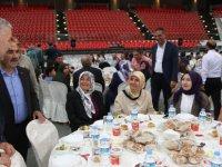 Büyükşehir Blediyes Başkanı Çelik Belediye çalışanlarıyla iftar açtı
