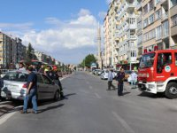 Sivas Caddesi Fuzuli Alt Geçidi'nde  asılı kalan otomobil