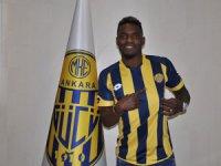 Bifouma, Ankaragücü ile 3 yıllık anlaşmaya imza attı