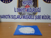 Uyuşturucu maddeyi Kayseri'de satacağı ihbarı alınan 2 kişi yakalandı