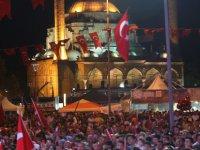 Kayserililer Cumhuriyet Meydanına akın etti