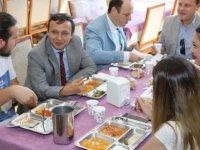 Çalış, Rektör Olarak Yemekhanedeki İlk Yemeğini Öğrencilerle Birlikte Yedi