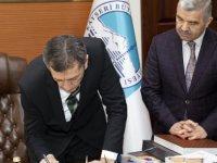 Bakan Selçuk'tan Başkan Çelik'in kültür sanat çalışmalarına övgü dolu sözler