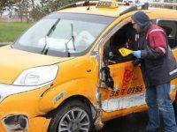 Serbest Bölgede Polisten kaçan araç refüje çarpıp yan yattı: 1'i ağır 2 yaralı